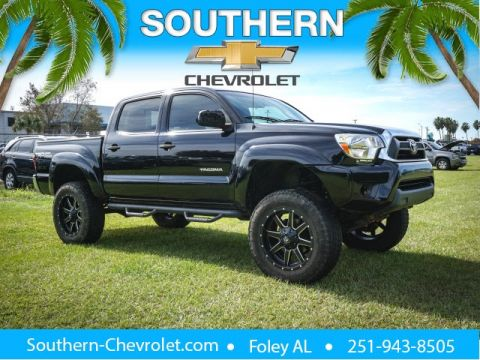 Pre-Owned 2015 Toyota Tacoma LIFTED, WILL BE SOLD AS-IS